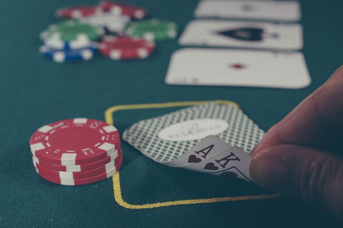 Стать профессиональным игроком в покер